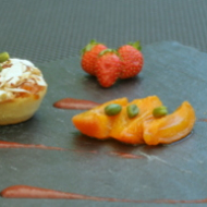 Clafoutis abricots, coulis fraise rhubarbe